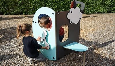 Spielplatzeinrichtungen und Spielgeräte